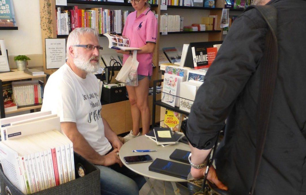 Quand un écrivain taille une plume pour le plaisir de ses lecteurs