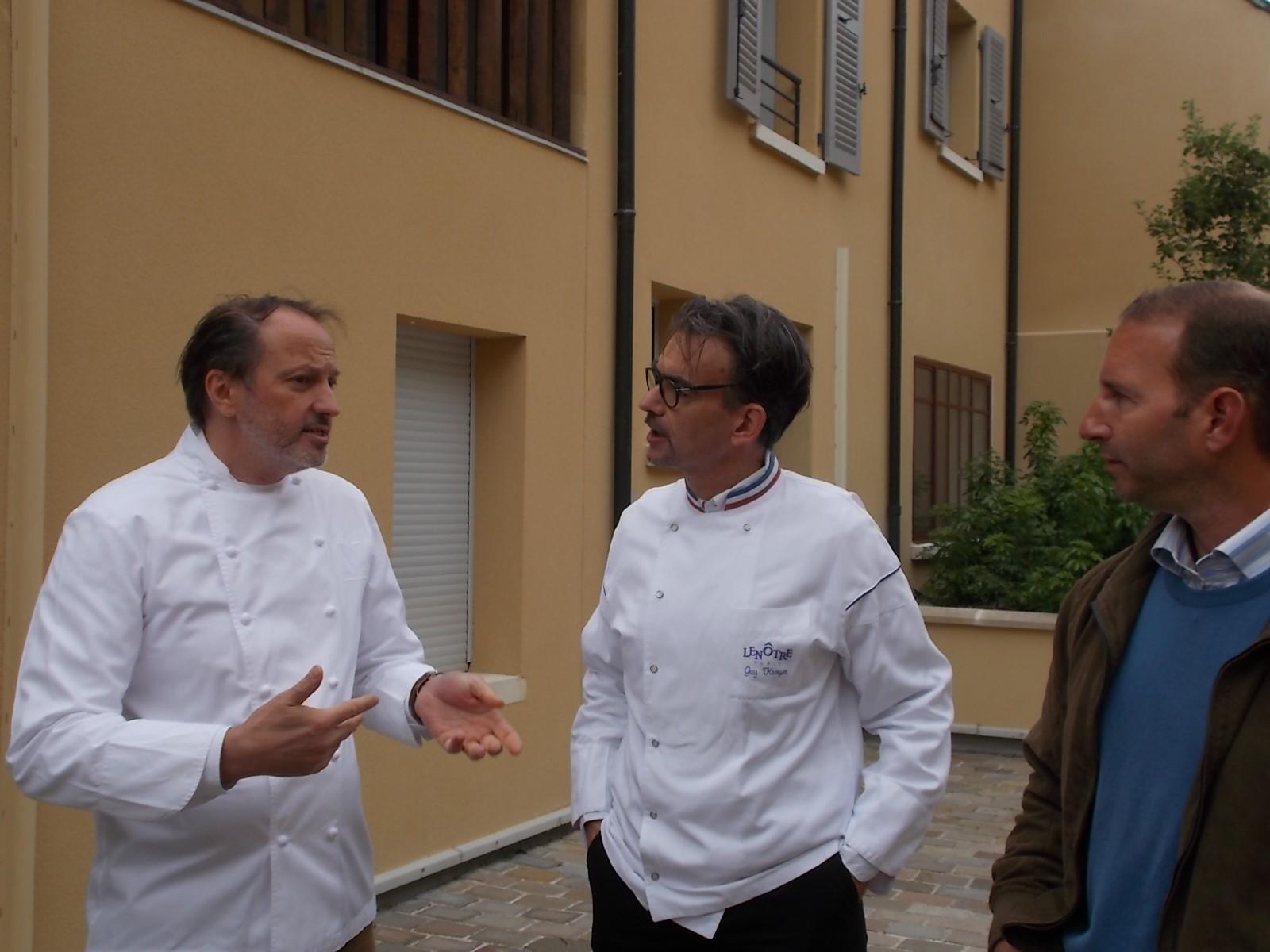 Gilles Vérot de la maison Vérot à Paris, Guy Krenzer MOF chef des créations aux établissements Le Nôtre, Eric Sauceau éleveur de poule de Houdan à Auffargis.